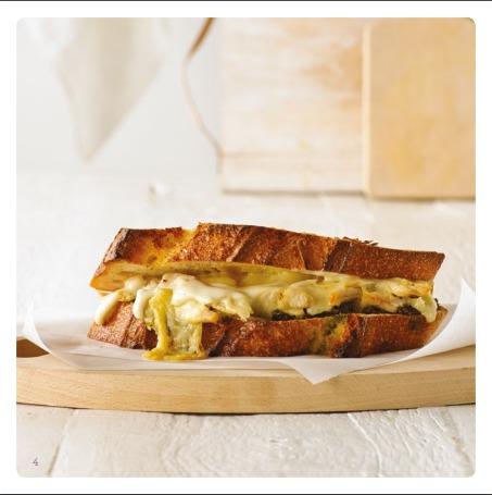 Cheese-Pesto-Sandwich