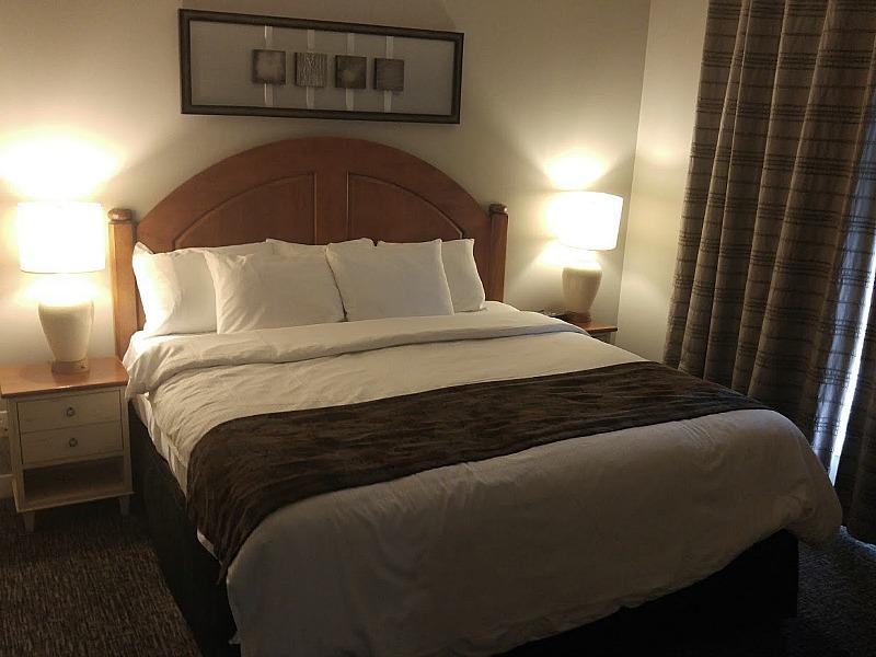 All-Seasons-Blue-Master-Bedroom-Blue-Mountain-Resort