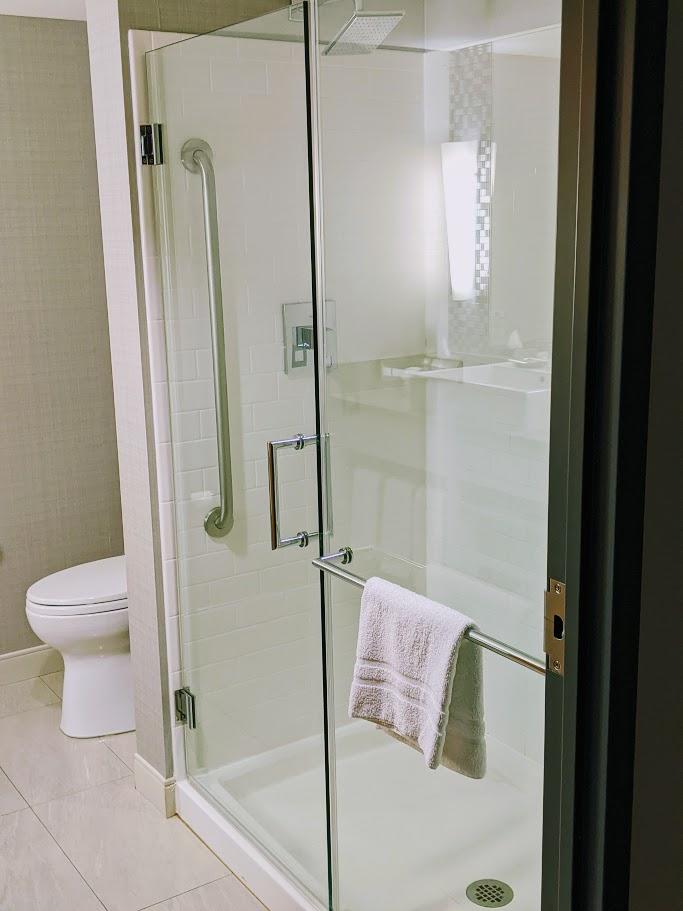 GrandHotel_Bathroom_Mama AshCA